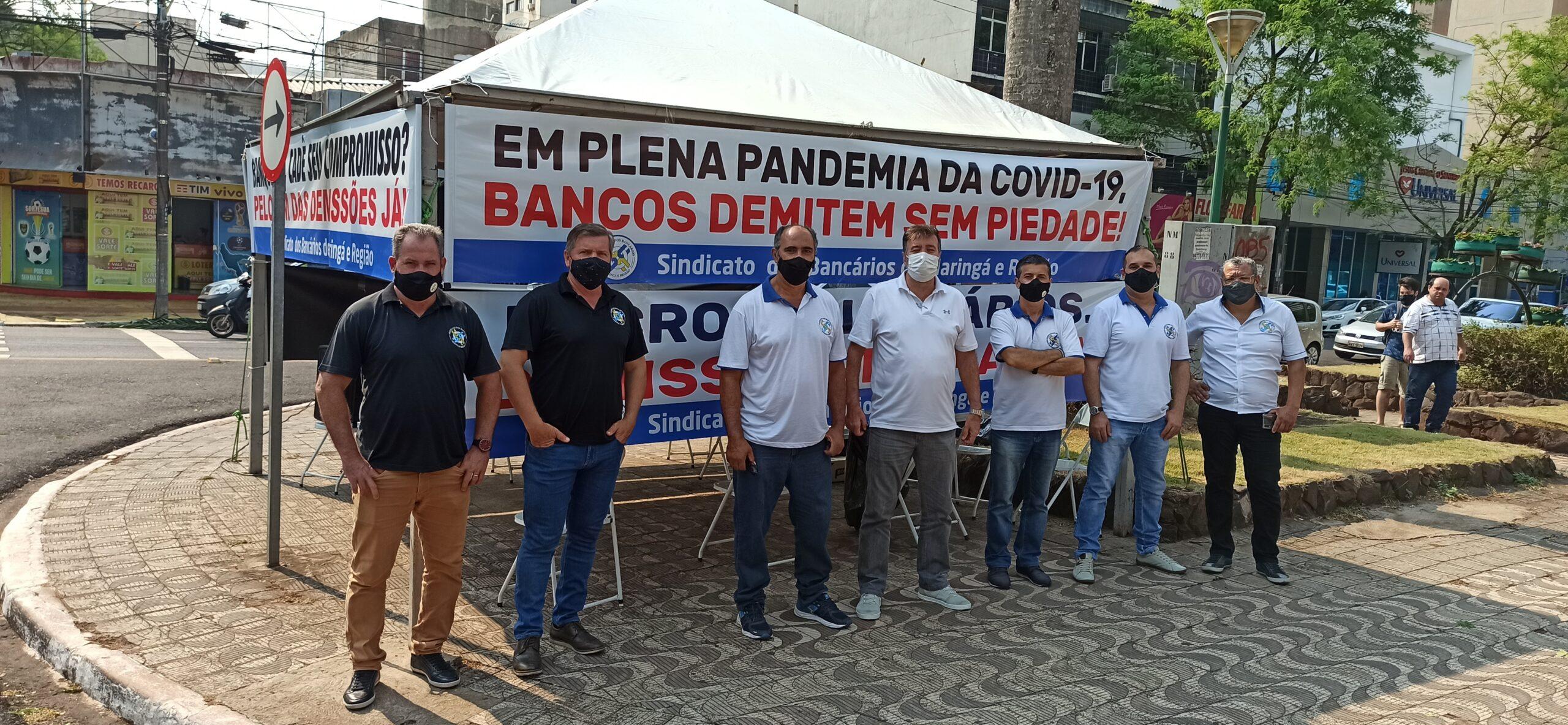 CONTRA ONDA DE DEMISSÕES NOS BANCOS, SINDICATO REALIZA PROTESTO NO CENTRO DE MARINGÁ